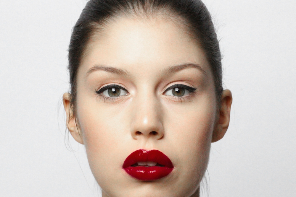 black eyeliner and red lips beauty tutorial