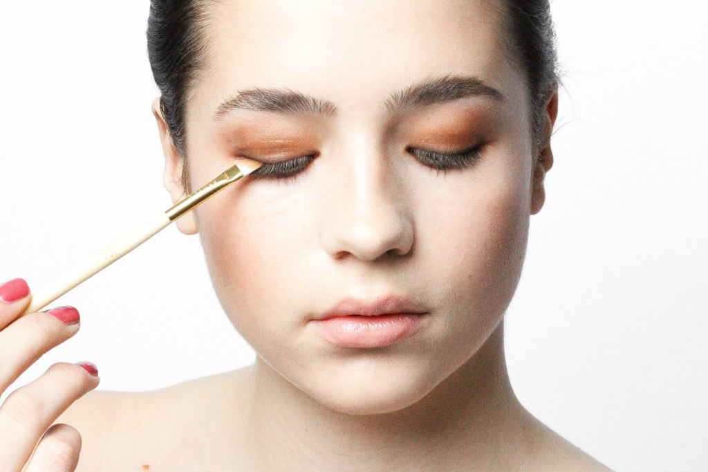 How to Soft Smokey Eyes in Brown
