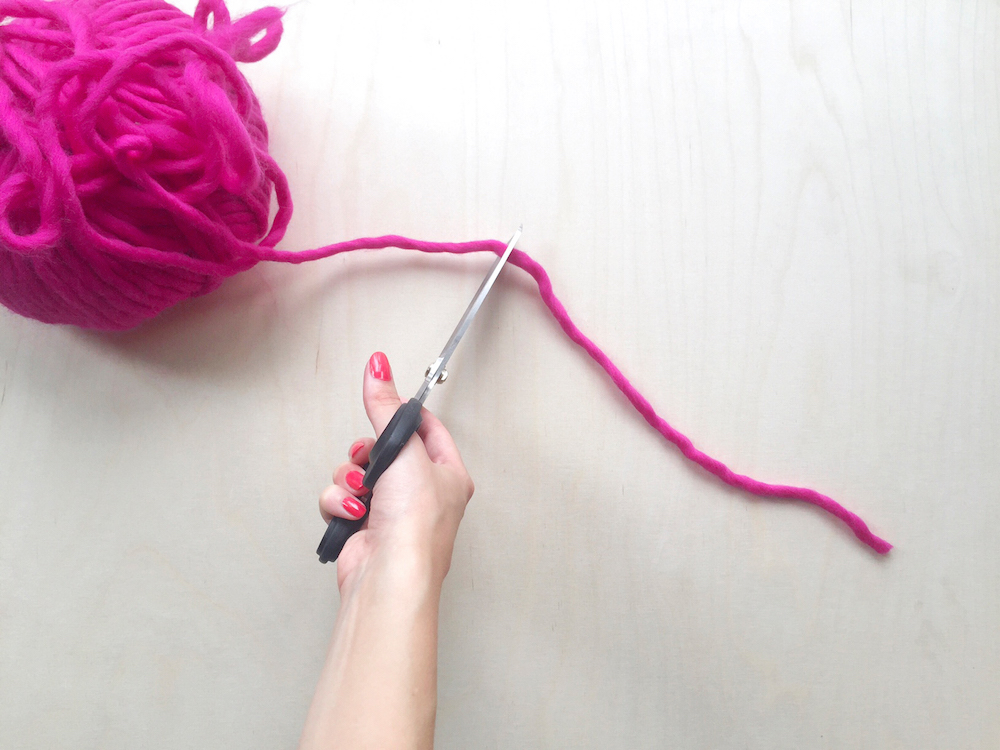 diy pink pompon tutorial wool and the gang mochni 4