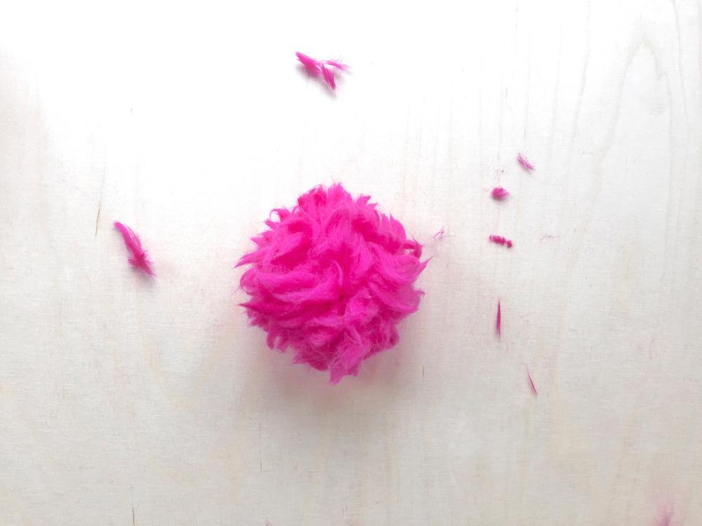 pink pompon diy tutorial