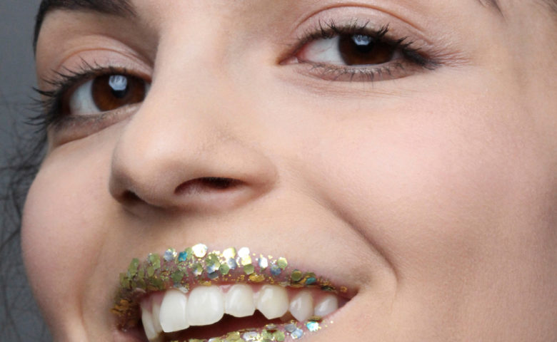 3 Sparkling And Biodegradable Glitter Looks For New Year´s Eve