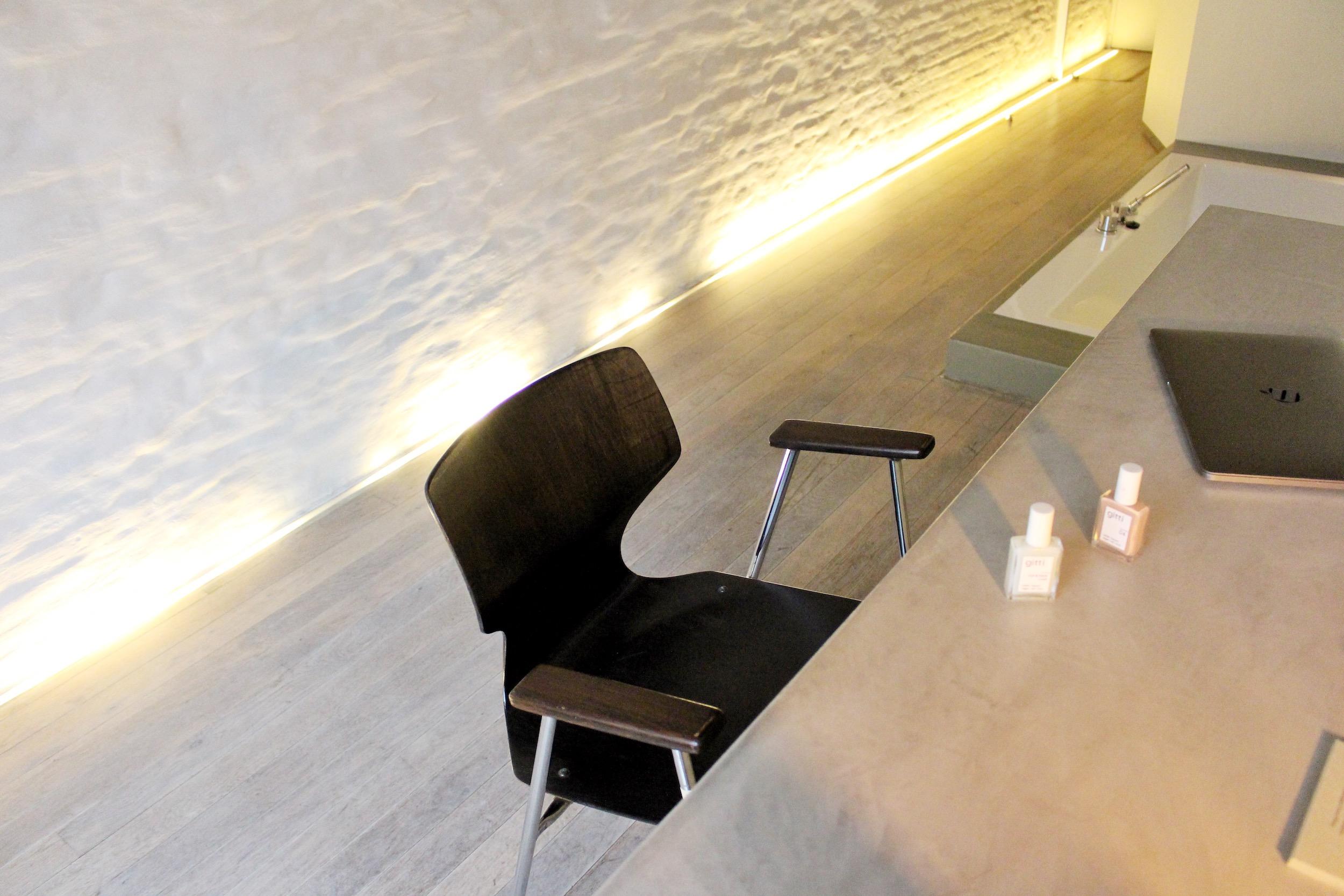 hotel pilar antwerp desk